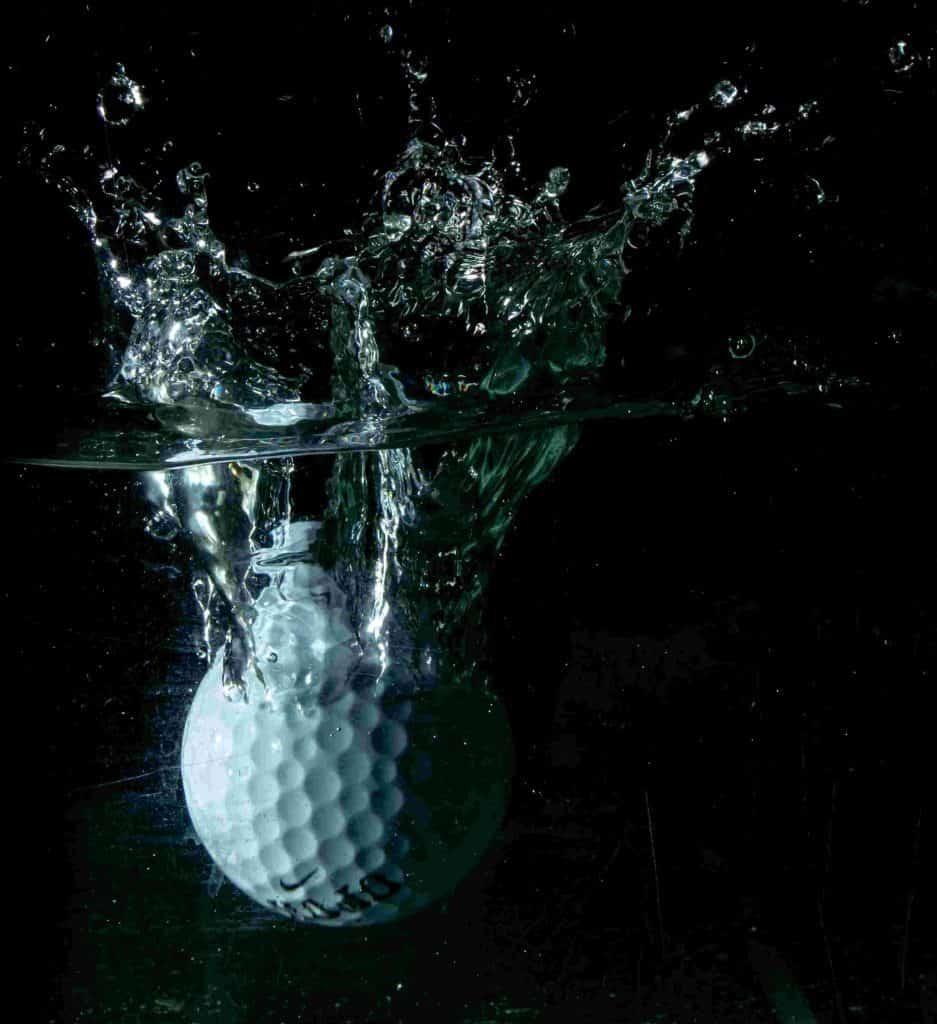 golfboll i vatten
