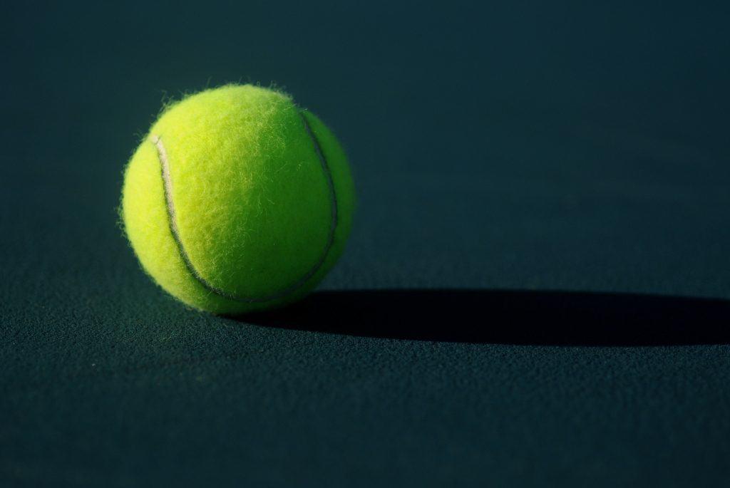 bild på en tennisboll